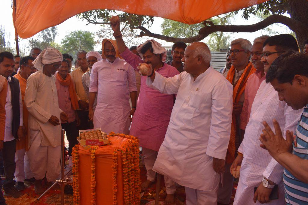 सलारपुर रेलवे स्टेशन : फेज दो में पुर्ननिर्माण, भवन निर्माण को लेकर सांसद लल्लू सिंह ने किया भूमि पूजन
