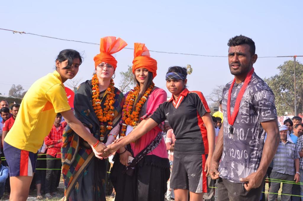 नेपाल के देवाथापा पहलवान ने राजस्थान के पहलवान को हराकर 51 हजार का इनाम जीता