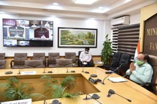 डॉ.हर्षवर्धन ने कोविड-19के मामलों में हाल ही में आयी तेजी को रोकने और उसके प्रबंधन के लिए राज्यों/केंद्रशासित क्षेत्रों द्वारा किए गए उपायों की समीक्षा की