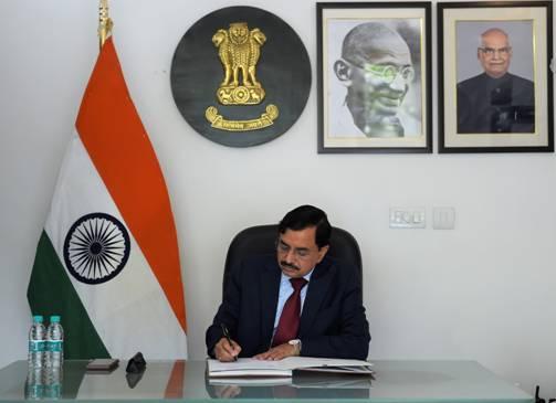 सुशील चंद्रा ने भारत के 24वें मुख्य निर्वाचन आयुक्त के रूप में कार्यभार संभाला